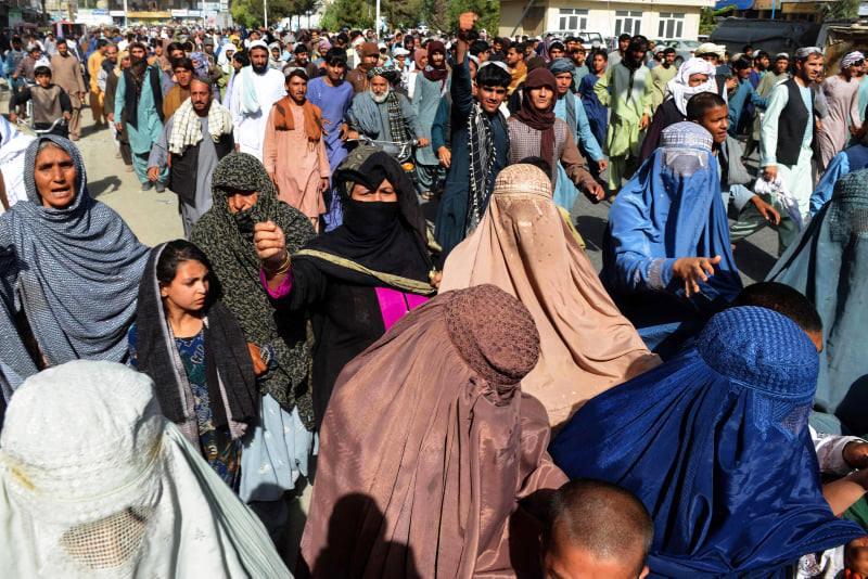 """ყანდაარში """"თალიბანის"""" წინააღმდეგ ათასობით ადამიანმა აქცია გამართა"""