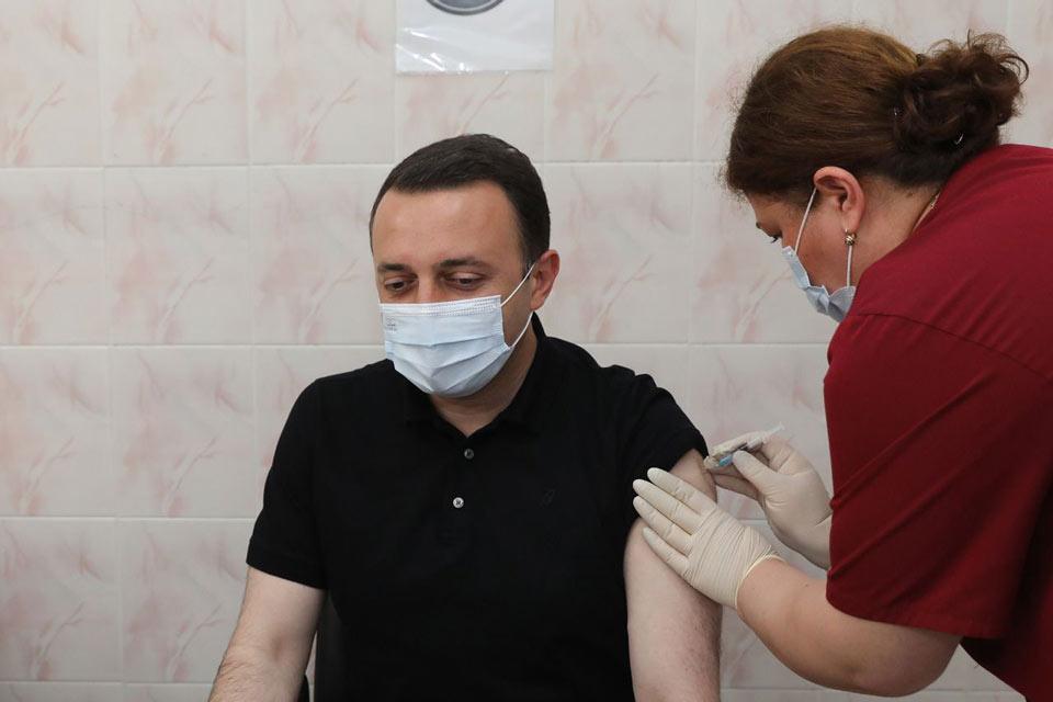 Ираклию Гарибашвили привился второй дозой вакцины от коронавируса