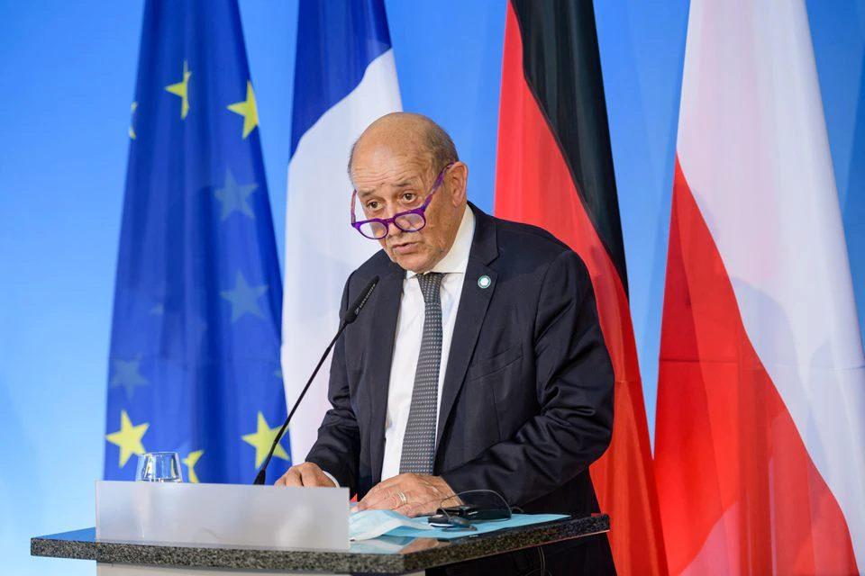 საფრანგეთის საგარეო საქმეთა მინისტრი აცხადებს, რომ პარიზი აშშ-სგან ავსტრალიასა და დიდი ბრიტანეთთან გაფორმებულ შეთანხმებასთან დაკავშირებით განმარტებებს ელოდება