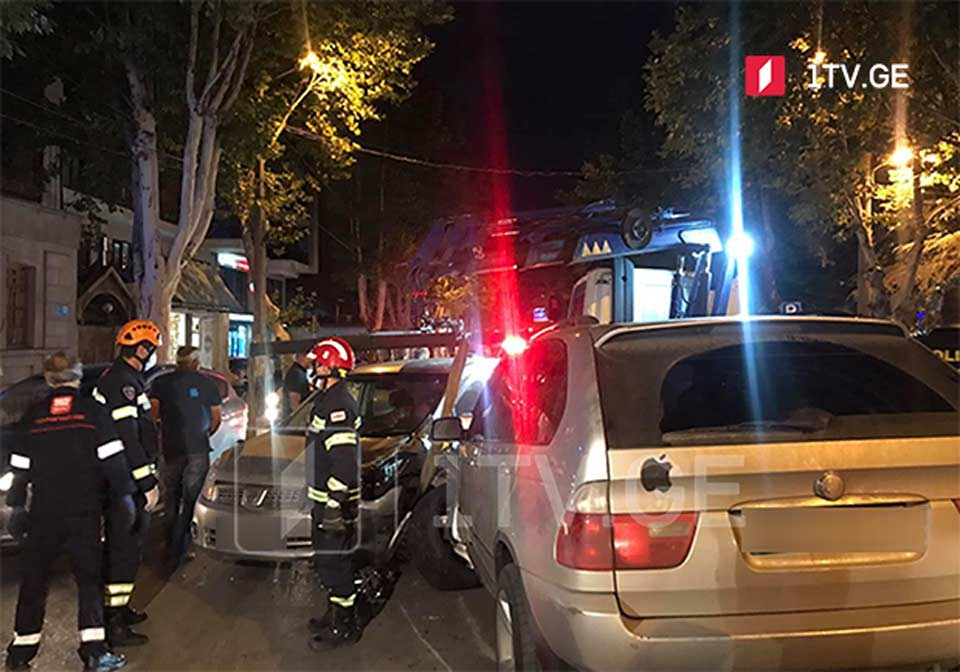 თბილისში, დადიანის ქუჩაზე ავარიის შედეგად ექვსი ავტომობილი დაზიანდა