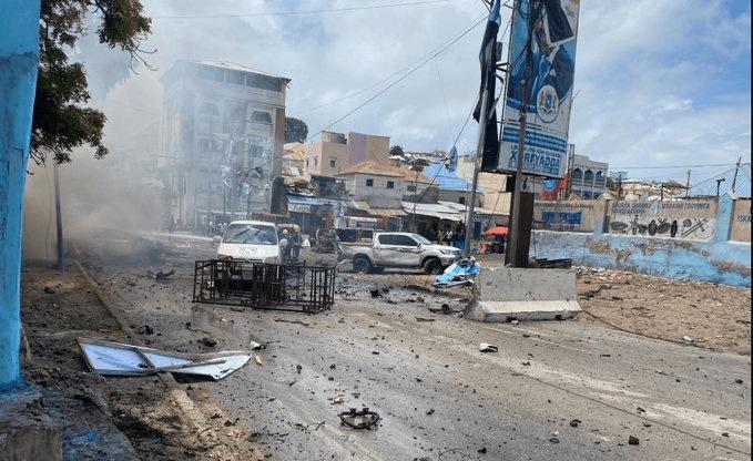 მოგადიშოში თვითმკვლელი ტერორისტის მიერ დანაღმული ავტომანქანის აფეთქების შედეგად სულ მცირე შვიდი ადამიანი დაიღუპა