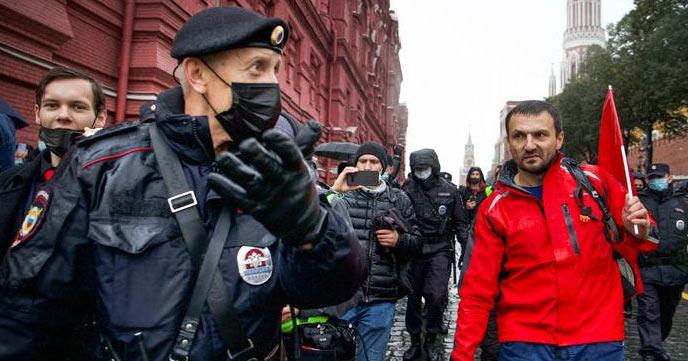 რუსეთში საპარლამენტო არჩევნების შედეგების გასაპროტესტებლად მოსკოვში ათასამდეადამიანი შეიკრიბა