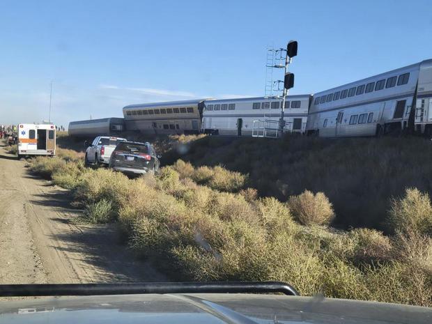 მონტანას შტატში სამგზავრო მატარებლის რელსებიდან გადასვლის შედეგად სამი ადამიანი დაიღუპა