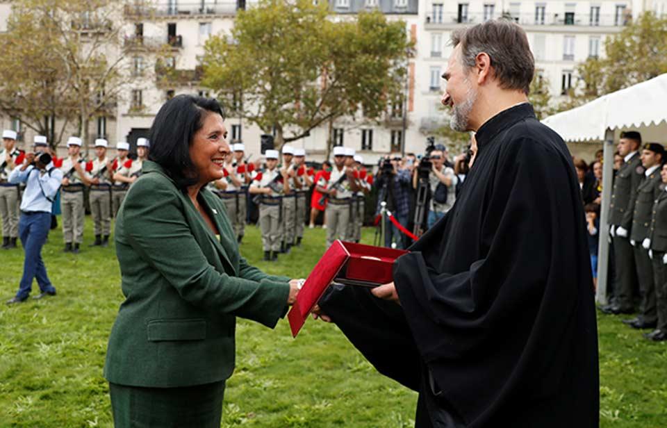 სალომე ზურაბიშვილმა პარიზში ქართული ემიგრაციის წარმომადგენლები დააჯილდოვა