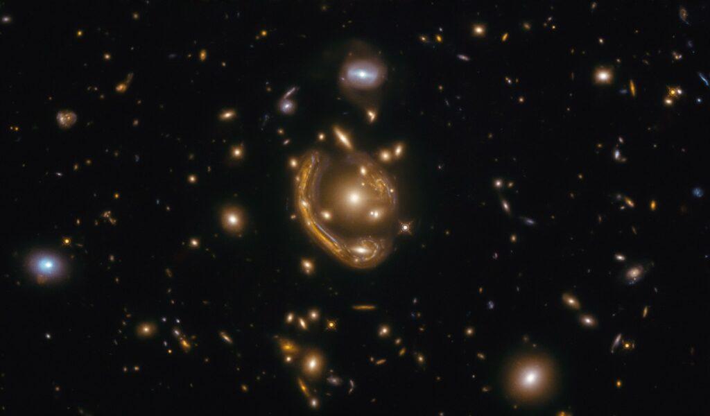 """ჰაბლმა გადაიღო """"აინშტაინის რგოლი"""", რომელიც ჩვენგან 9,4 მლრდ სინათლის წლით დაშორებულ გალაქტიკას გვიჩვენებს — #1tvმეცნიერება"""