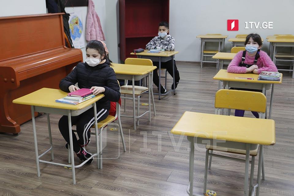 Все ученики в школах будут обязаны носить маски