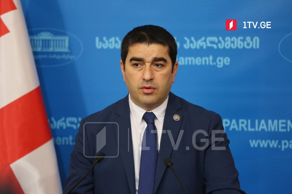 Şalva Papuaşvili - bu gün, bir daha, artıq meqafonla Saakaşvilinin cinayətlərinin qurbanlarını təhqir etdilər